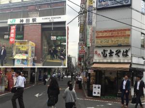 ②北口を背に、富士そばの左の道を直進します